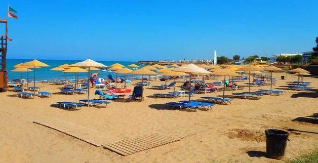 Kokkini Chani strand