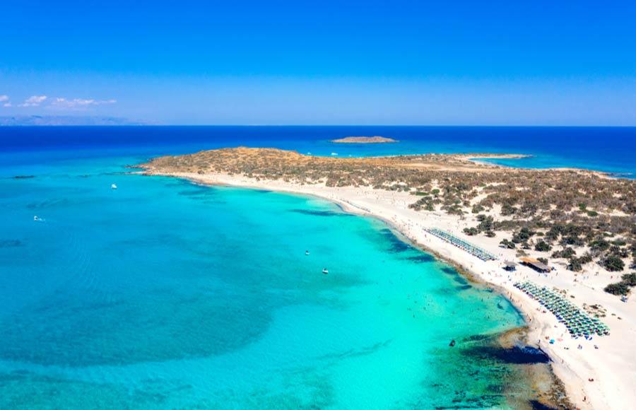 Bovenaanzicht van het strand op Chrissi eiland