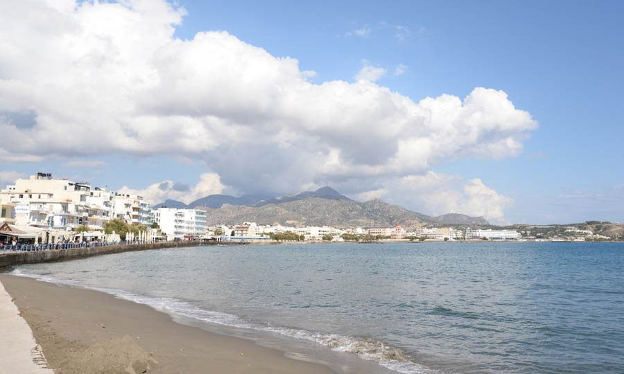 Strand langs de kust van Ierapetra