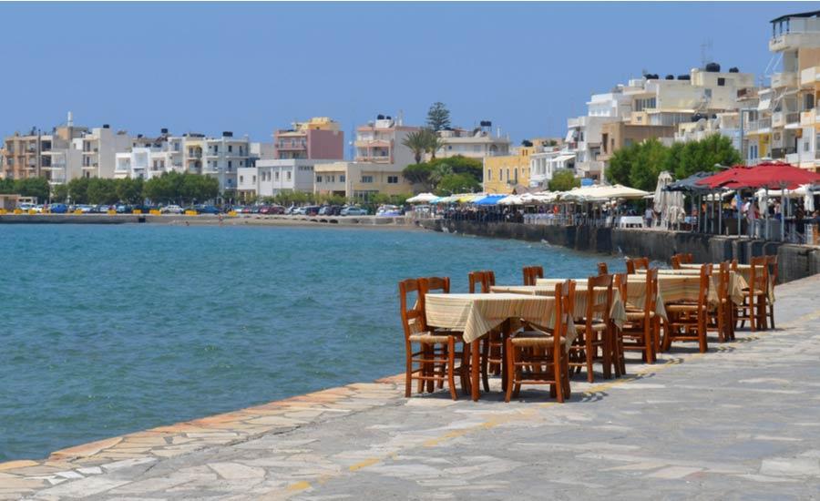 Terrasje aan de waterkant in Ierapetra