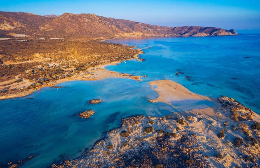 Uitzicht op strand van Elafonissi