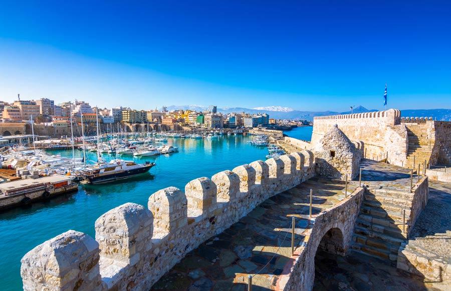 Uitzicht vanuit het fort over de haven van Heraklion